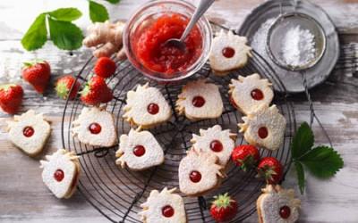 Leckere Erdbeer-Konfitüre-Kekse