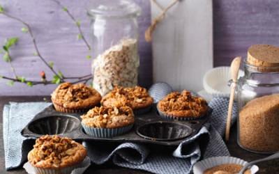Bananen-Muffins mit Rohrzucker-Haferflockencrunch
