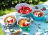 Tassenkuchen mit Erdbeeren und Maracuja-Quarkcreme