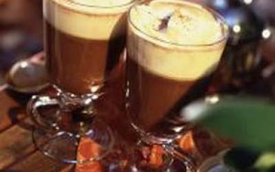 Mount Kenya Delight – Heiße Schokolade mit Kenia-Tee