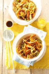 Mie-Nudeln mit Poulardenbrust und Gemüse