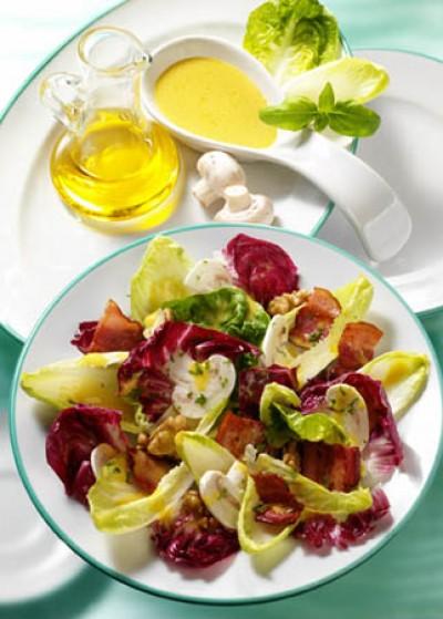 Fitness-Salat mit Senfdressing