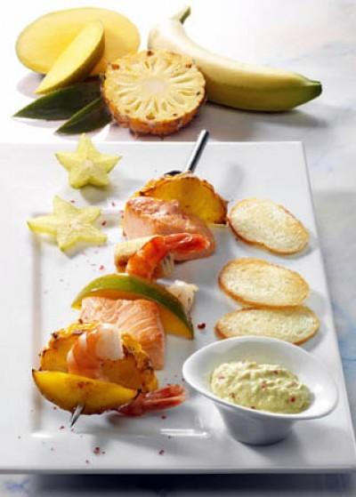 Exotische Krabben-Lachs-Spieße mit Frischkäse-Dip