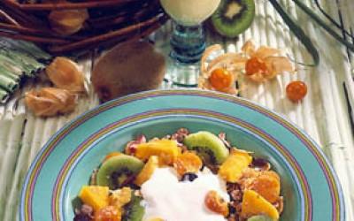 Exotisches Müsli mit Mango-Drink