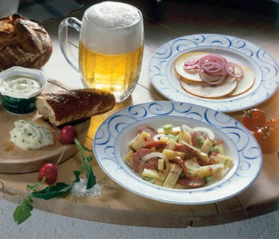 Brotzeit daheim - Pikanter Wurstsalat mit Käse