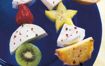 Fruchtspieße mit Camembert