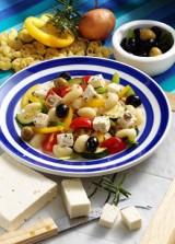 Nudelsalat mit Feta & Oliven