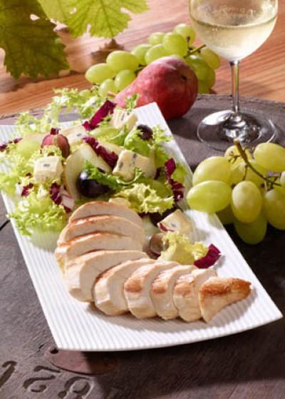 Winzersalat mit Hähnchenbrust und Pistazienkernöl