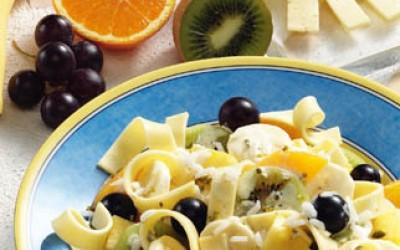 Käsesalat mit Früchten und Reis
